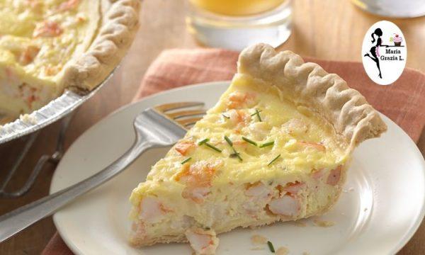Torta salata in pasta sfoglia ai gamberi e panna