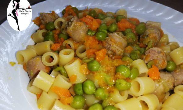 Pasta con piselli salsiccia e carote VIDEO