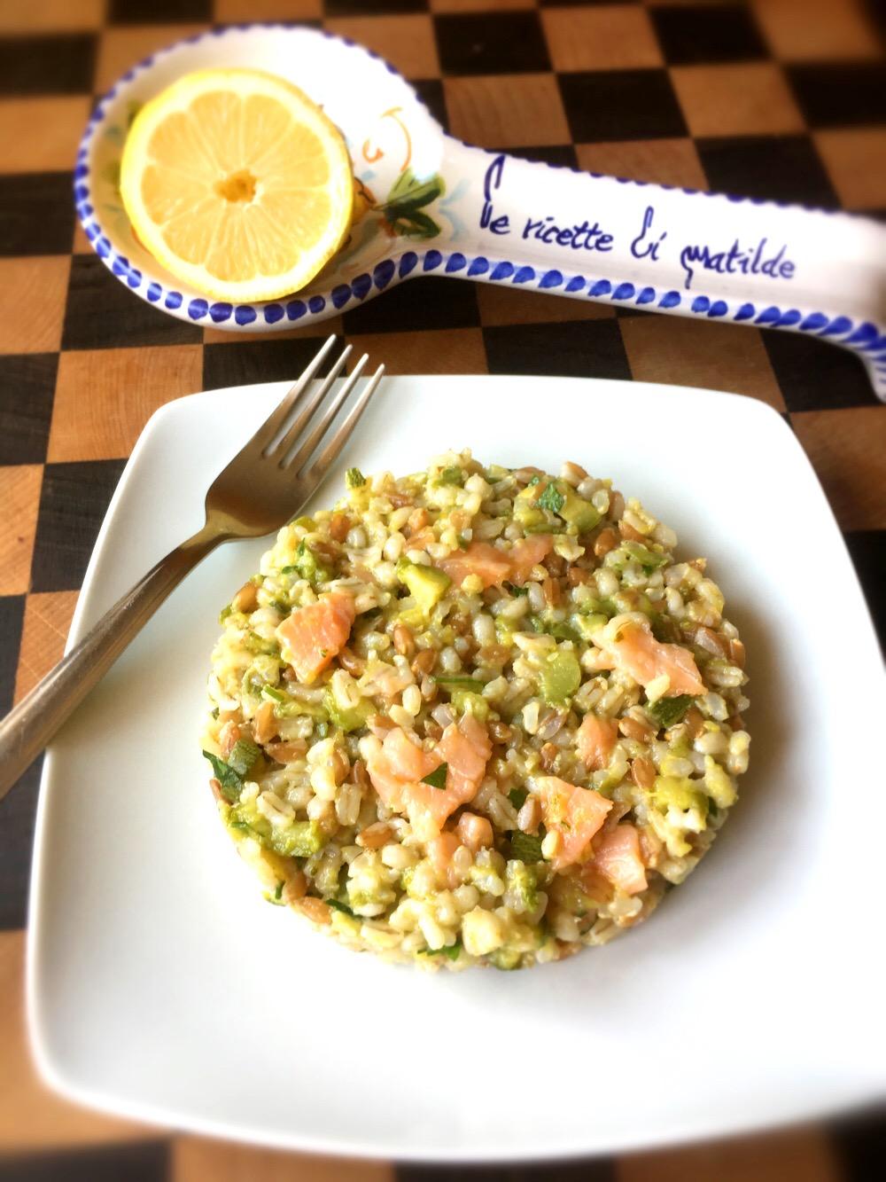 tre cereali con salmone e zucchine