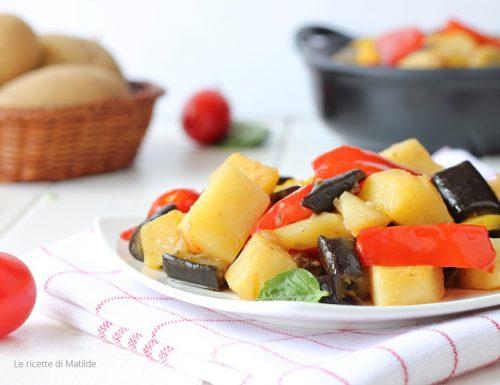 Patate con peperoni e melanzane