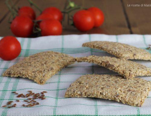 Crackers integrali con semi di lino e sesamo
