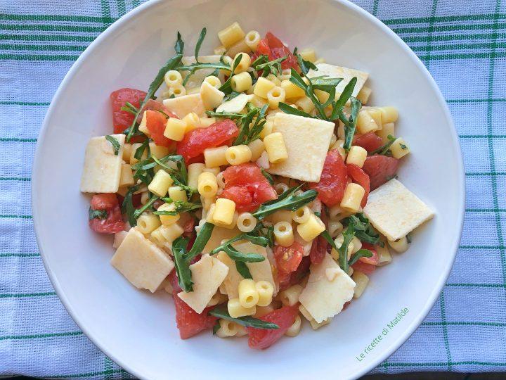 insalata di pasta con parmigiano rucola e pomodorini