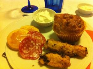 Muffin ai peperoni, frollini al parmigiano, battonet di pollo.