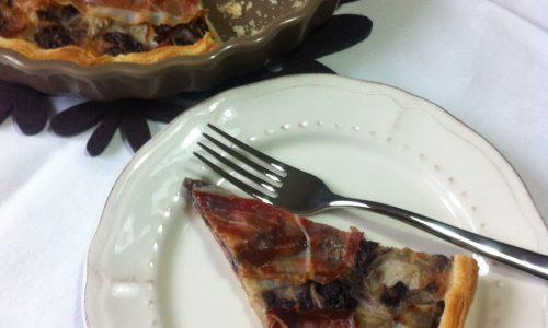 Torta salata con radicchio, speck e scamorza