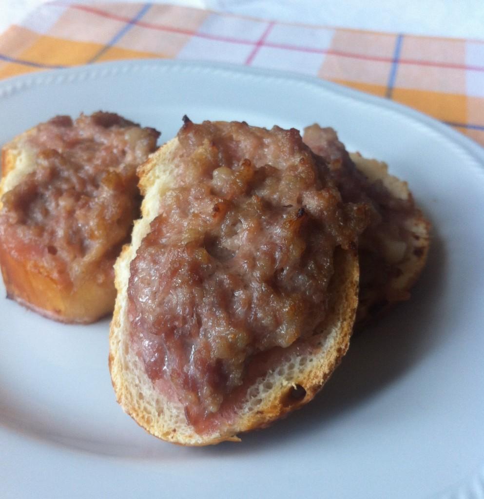 crostino rustico alla salsiccia