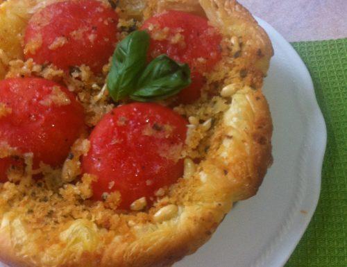 Tatin di pomodori con briciole e pinoli