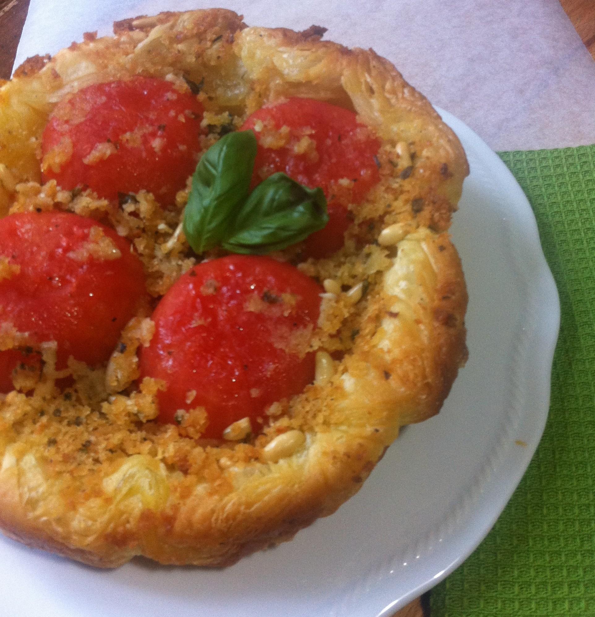 tatin di pomodori, briciole e pinoli