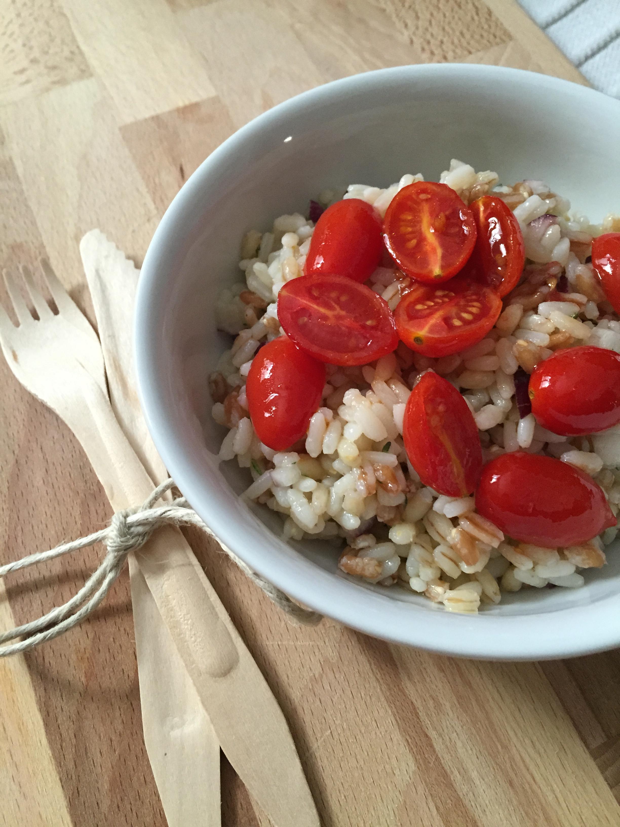 insalata tre cereali con pomodorini caramellati