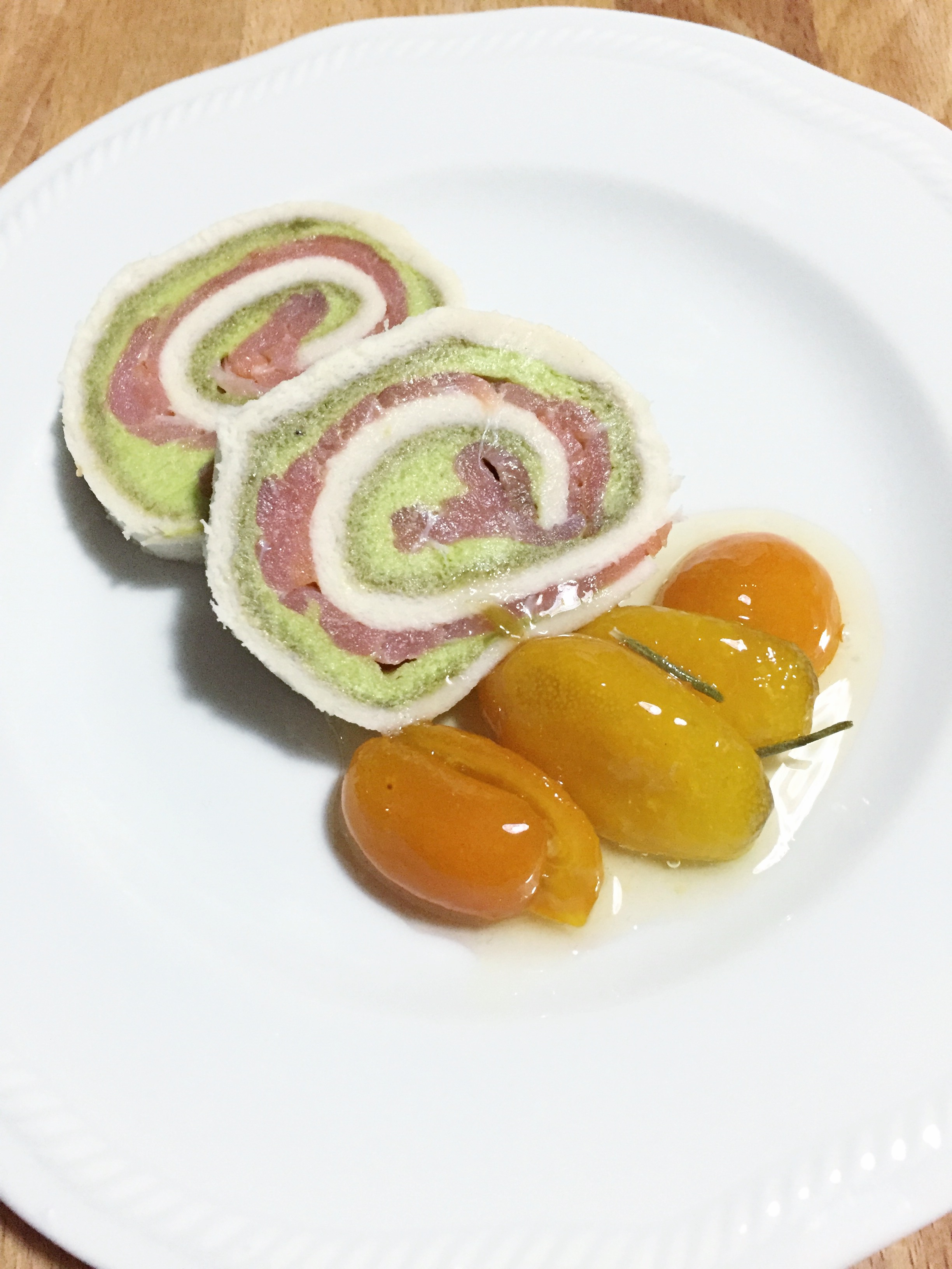 Rotolini avocado e salmone
