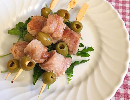 Spiedini di carne e olive