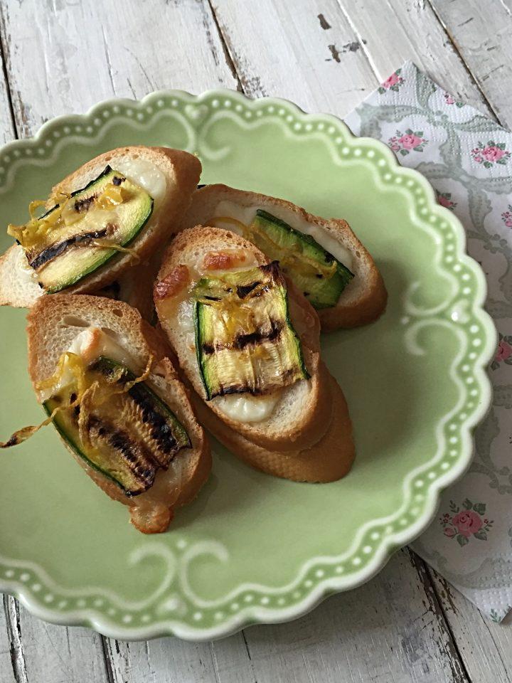 bruschette con zucchine grigliate