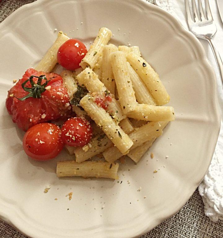 Pasta con pomodori al forno e friselle
