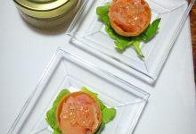 Mini tartine al salmone e Perle di Balsamico