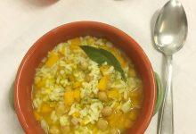 Zuppa con riso, ceci e olio agli agrumi
