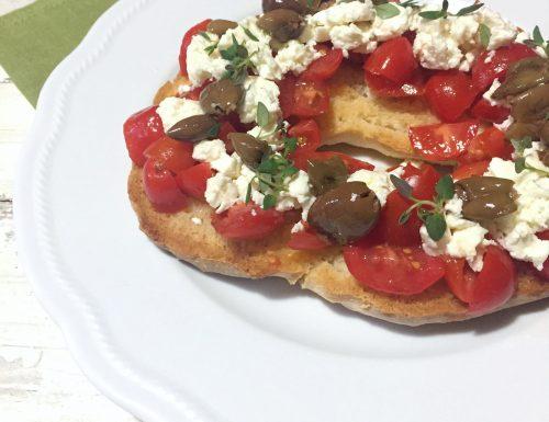 Dakos con pomodorini, Feta e olive per il Club del 27