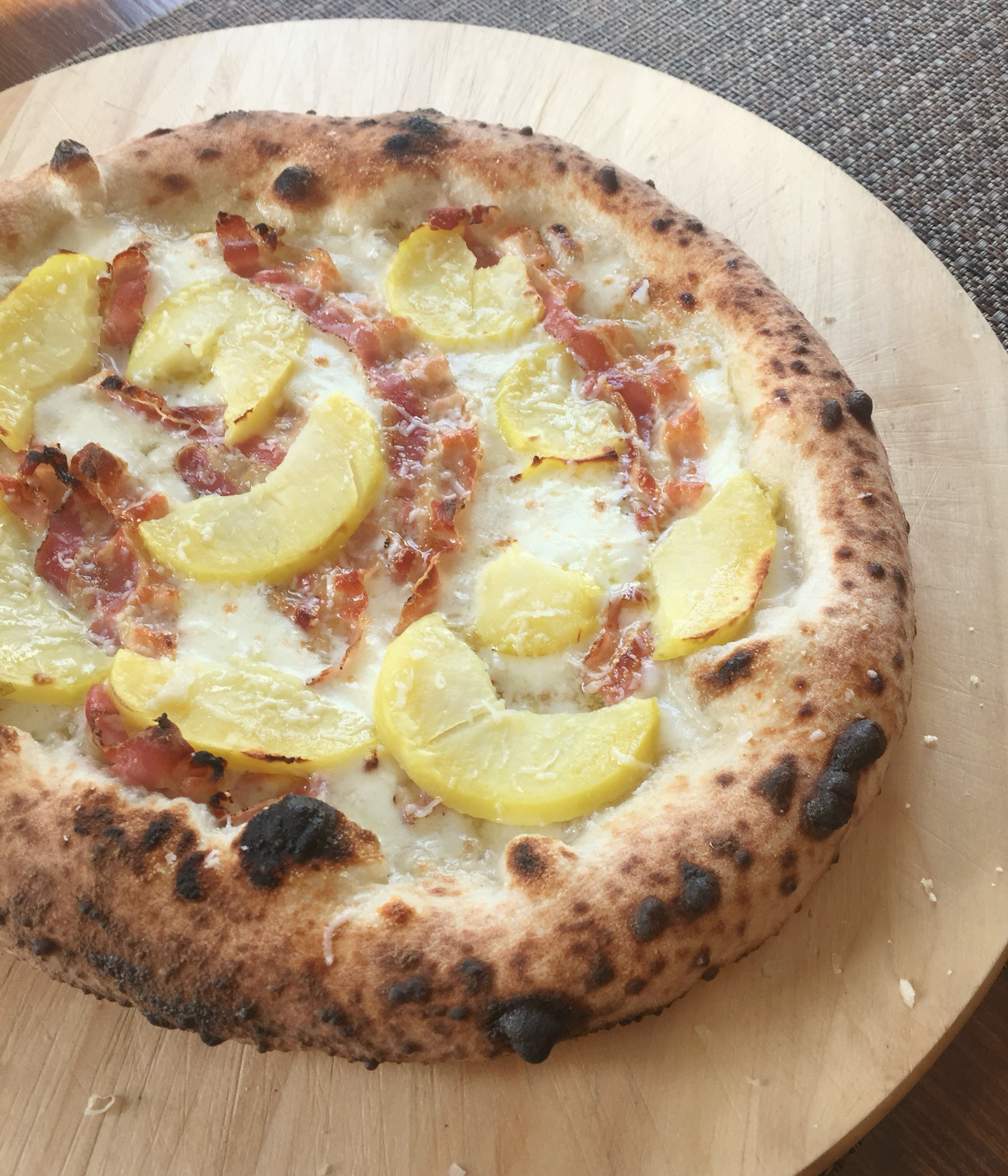Ricetta Impasto Pizza Toscana.Pizza Con Patate Pancetta Di Cinta Senese E Pecorino Toscano Le Ricette Di Michi