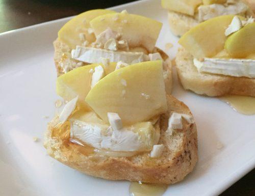 Crostini alle mele, Brie e miele