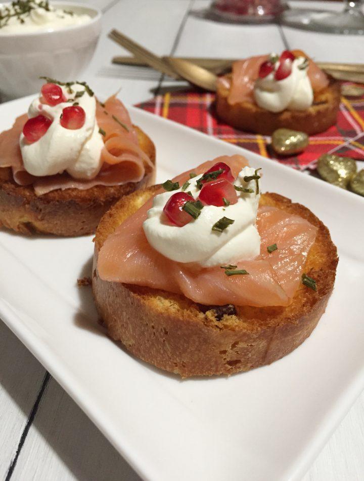 Crostini di panettone e salmone