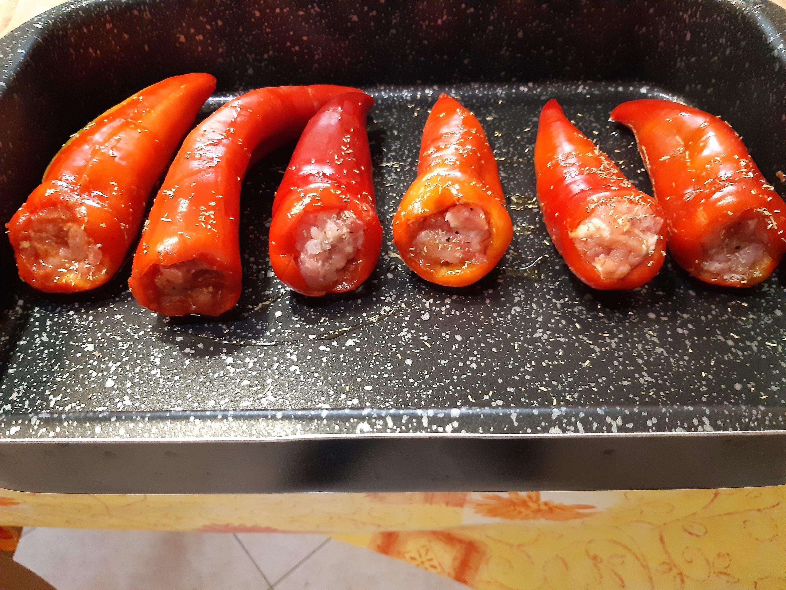 peperoni ripieni con salsiccia