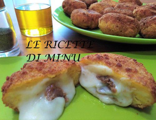 Crocchette di patate con acciughe e formaggio