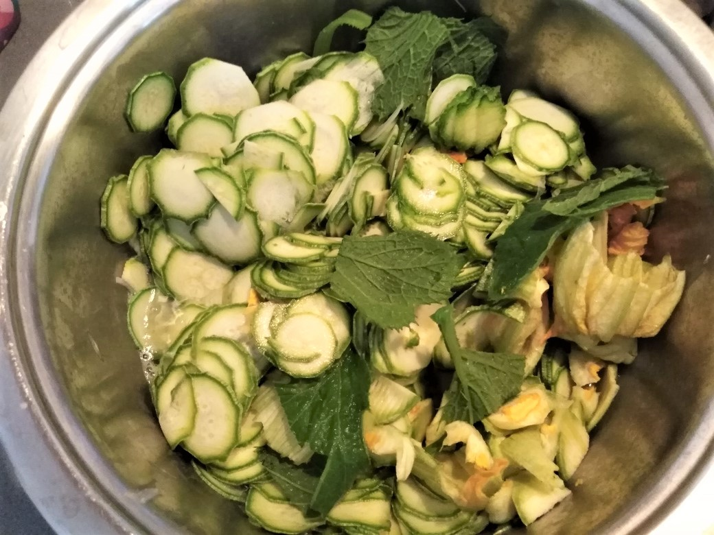pasta con le zucchine e fiori di zucca