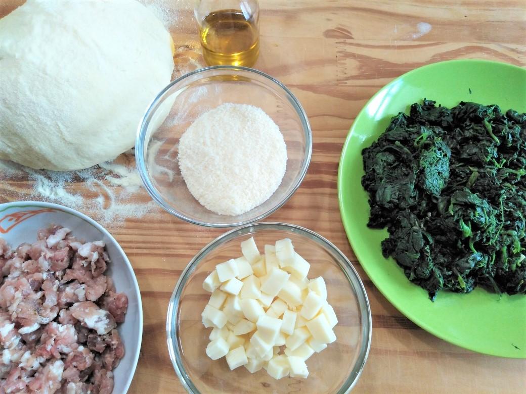 ripieno scacciata con spinaci e salsiccia