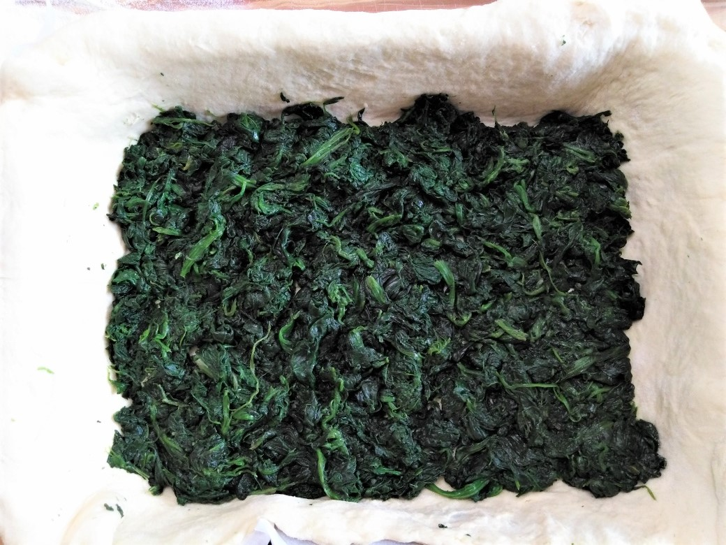 scacciata con spinaci e salsiccia