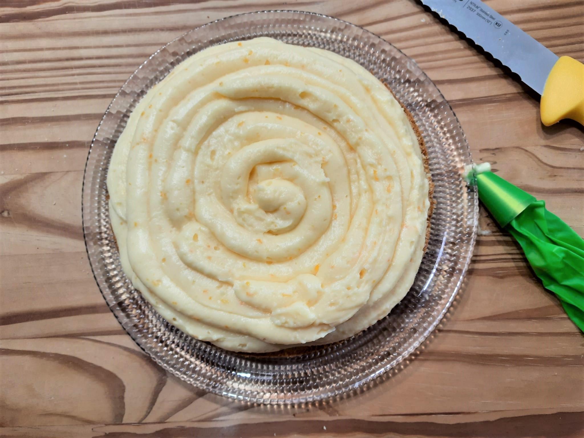 Torta all'arancia farcita con crema all'arancia