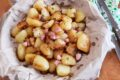 Patate con pancetta affumicata e cipolle