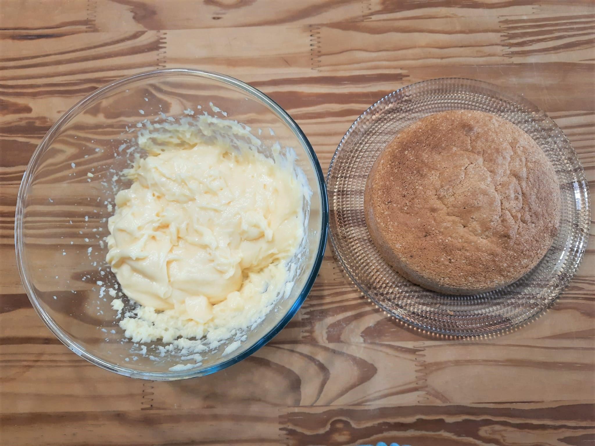 Torta mimosa al limone con crema al limone