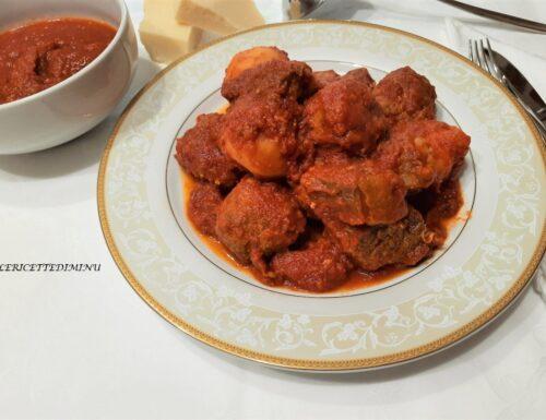 Sugo di carne con polpette e patate alla siciliana