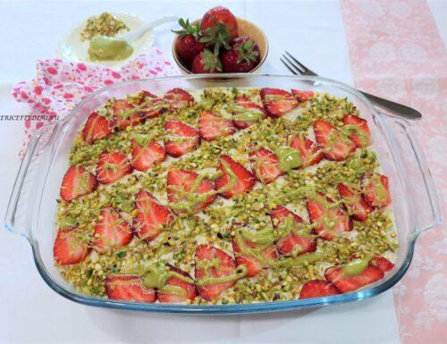 Tiramisu pistacchio e fragole senza uova