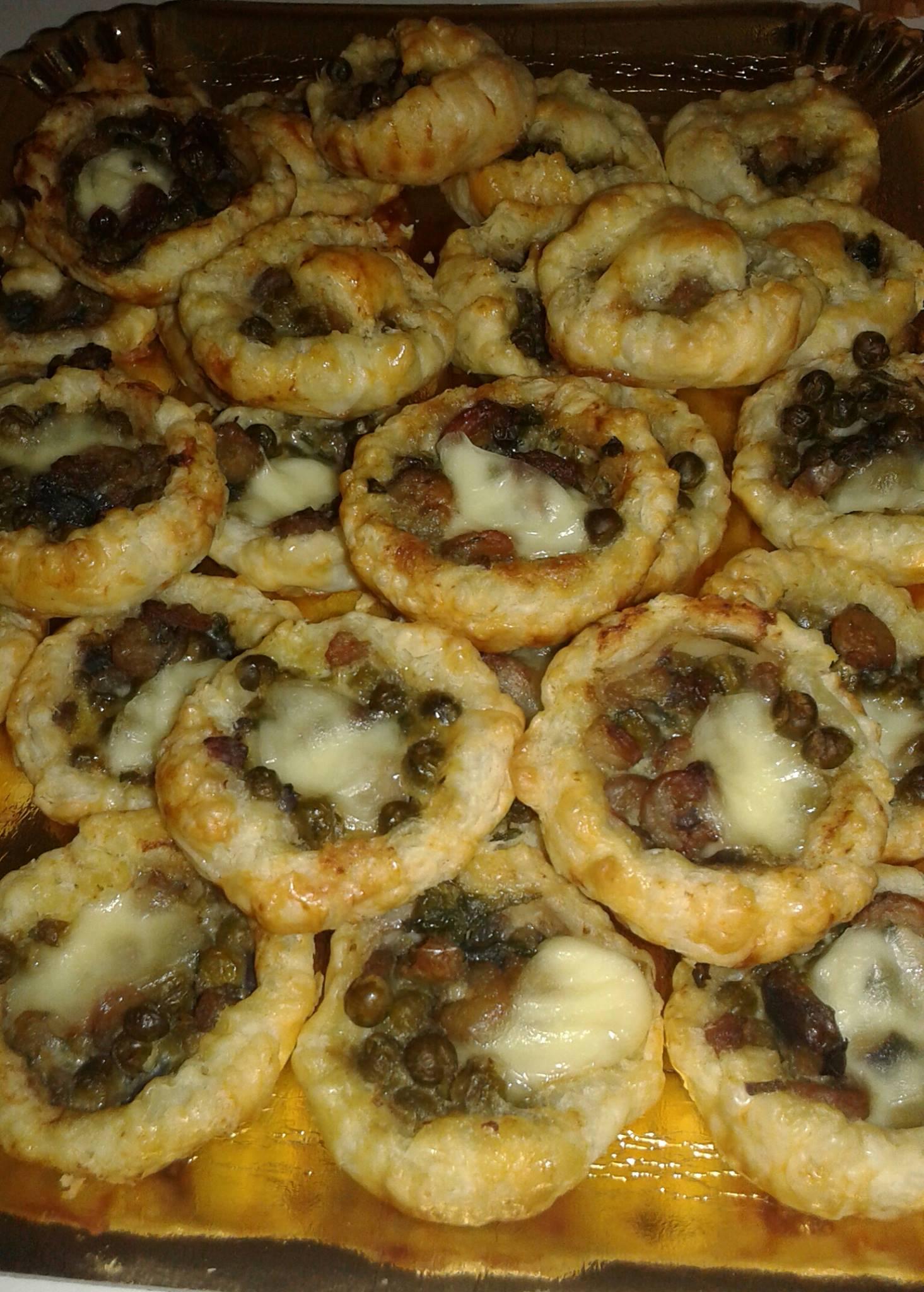 Sformatini di pasta sfoglia con piselli e gamberetti