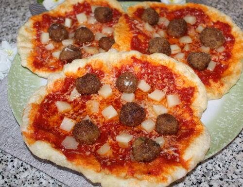Pizza fritta Provola e Polpettine
