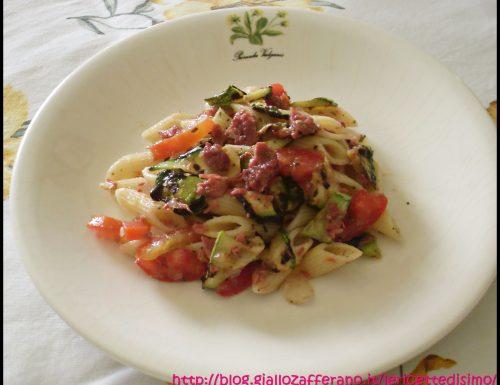 Insalata di Pasta Fredda con Pomodori e Zucchine