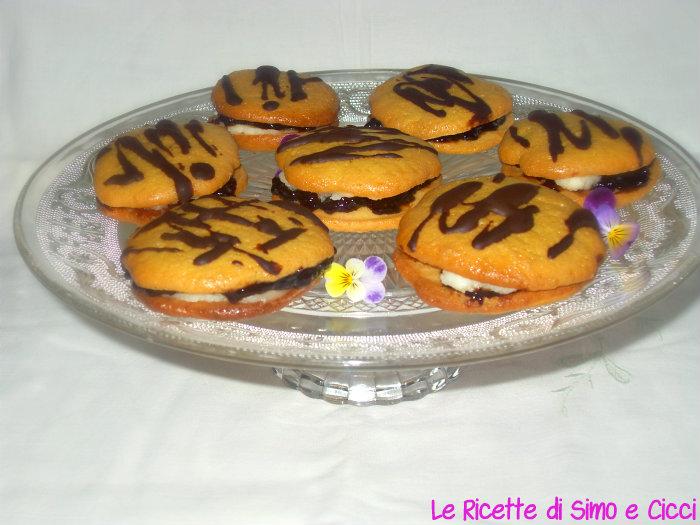 Bacetti Golosi con Crema al Mascarpone e Confettura di Fragole