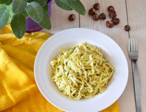 Tagliatelle con Pesto di Salvia e Nocciole
