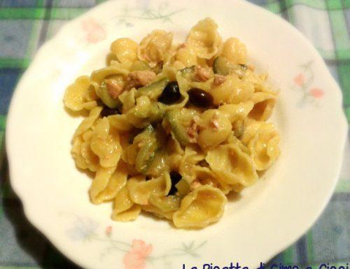 Conchiglie con Tonno, Zucchine e Olive Nere