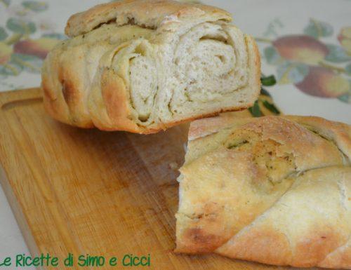 Treccia di Pane al Burro, Aglio e Salvia