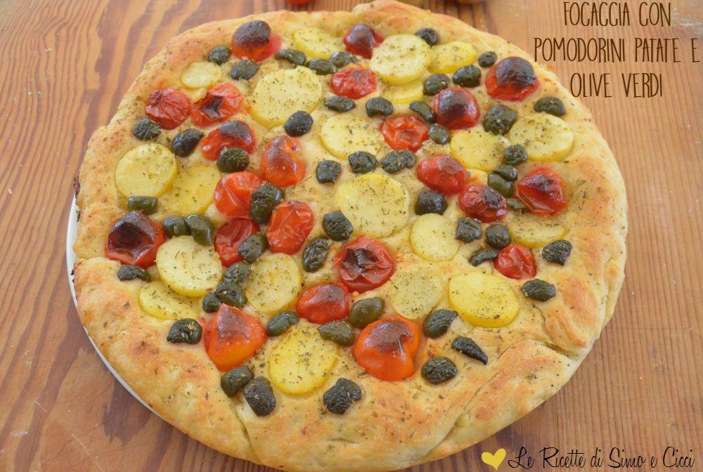 Focaccia con Pomodorini Patate e Olive Verdi
