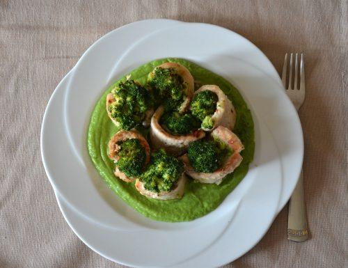 Involtini di carne ripieni di broccoli e formaggio su crema di broccoli