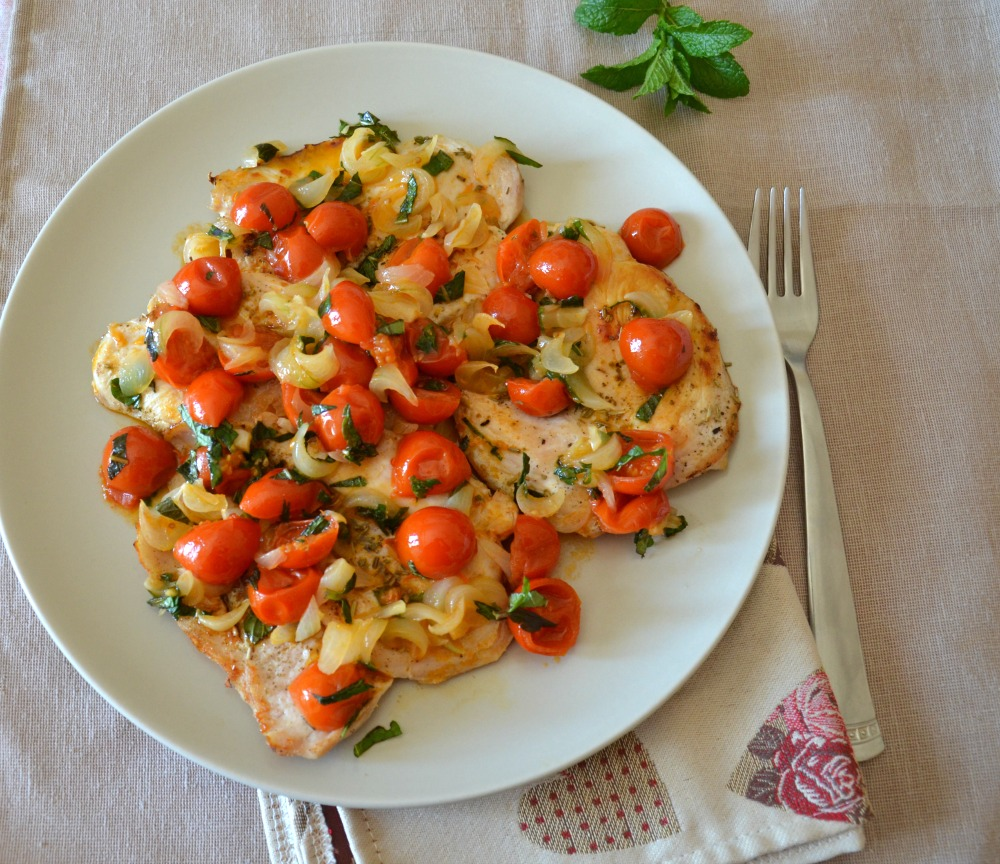 Petto di pollo con pomodorini e menta