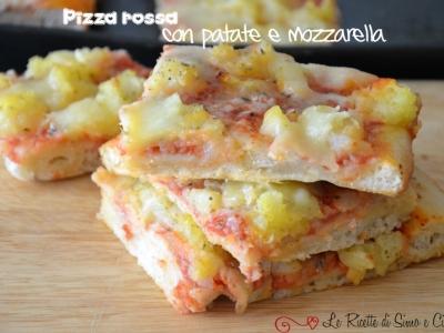 Pizza rossa con patate e mozzarella