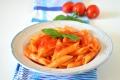Pasta con sugo di pomodoro fresco e basilico