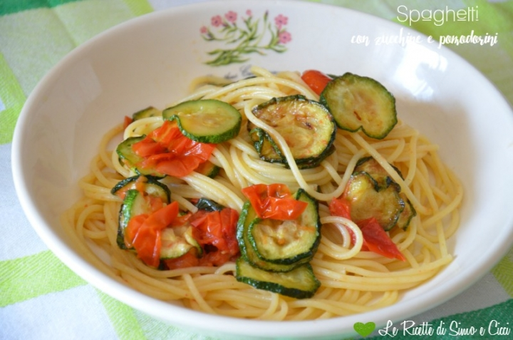 Spaghetti con zucchine e pomodorini