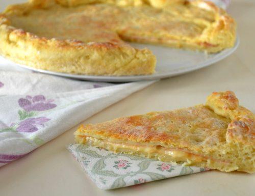 Focaccia di patate ripiena con prosciutto e formaggio
