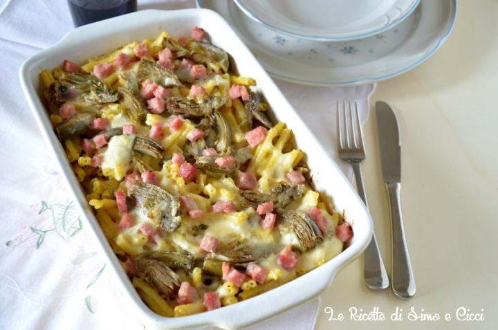 Pasta al forno con carciofi e prosciutto cotto
