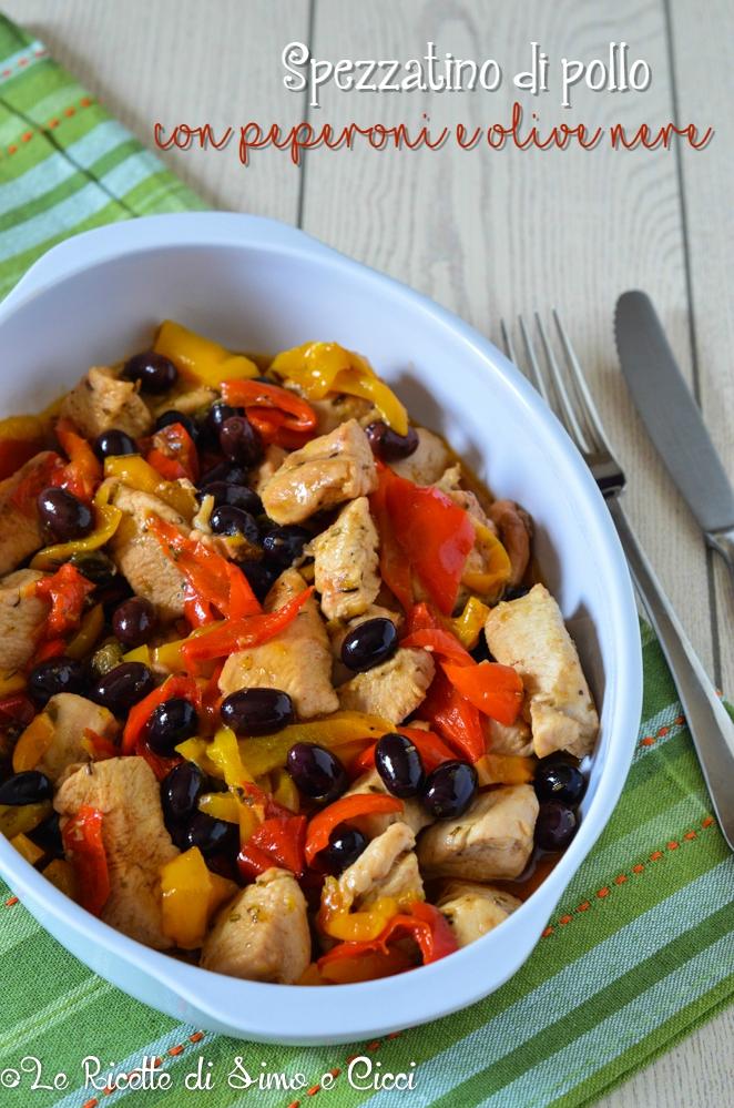 Spezzatino di pollo con peperoni e olive nere