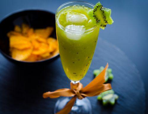 Cocktail con kiwi e ananas