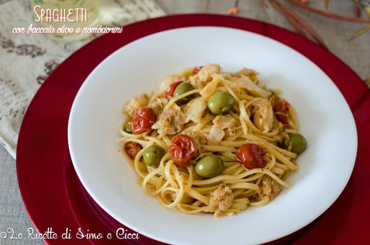 Spaghetti con baccalà olive e pomodorini